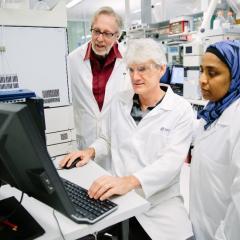 David Williams and Dr Yasmina Sultanbawa in the lab